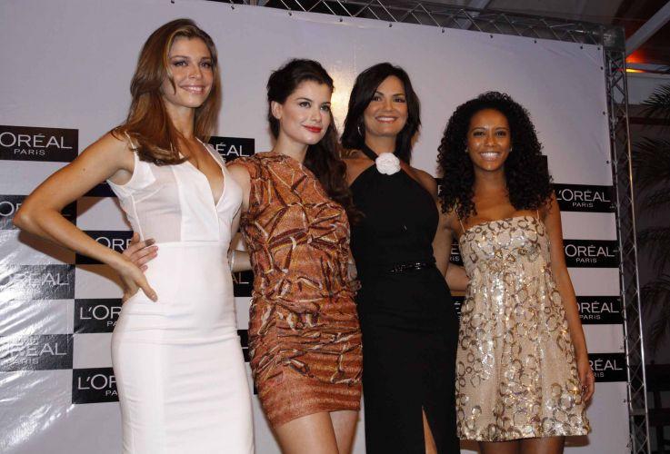 Grazi Massafera, Alinne Moraes, Luiza Brunet e Taís Araújo posam juntas em evento da L'Oréal em Salvador (8/10/2010)