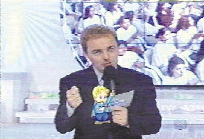 O apresentador Gugu Liberato em cena de seu programa