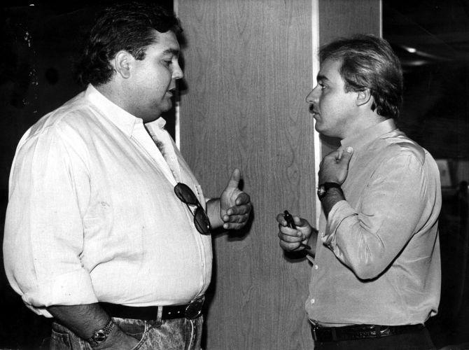 Os apresentadores Fausto Silva (à esq.) e Gugu Liberato conversam durante encontro (1/2/88)