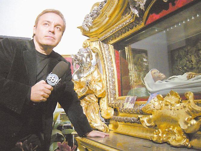 Gugu Liberato grava em igreja da Itália ao lado do corpo de Santa Rosa de Viterbo, apresentado no programa