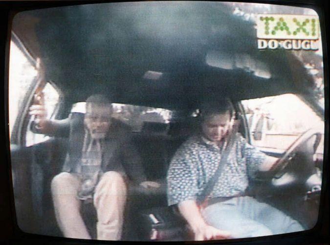 Gugu vive um taxista no quadro