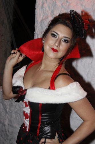 A atriz Fernanda Paes Leme também participou da festa de Halloween de clube no Joá, no Rio (28/11/10)