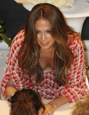 J. Lo promove o álbum