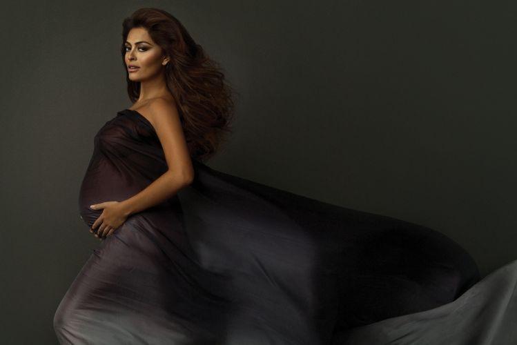 Gravidíssima, a atriz Juliana Paes posa para ensaio fotográfico de Alê de Souza. As fotos foram usadas para atualizar seu site oficial (3/11/10)