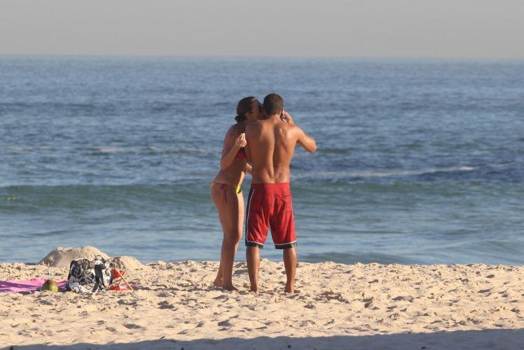 Luana Piovani e Pedro Viana curtem momento a dois no Leblon, Rio de Janeiro (23/5/11)