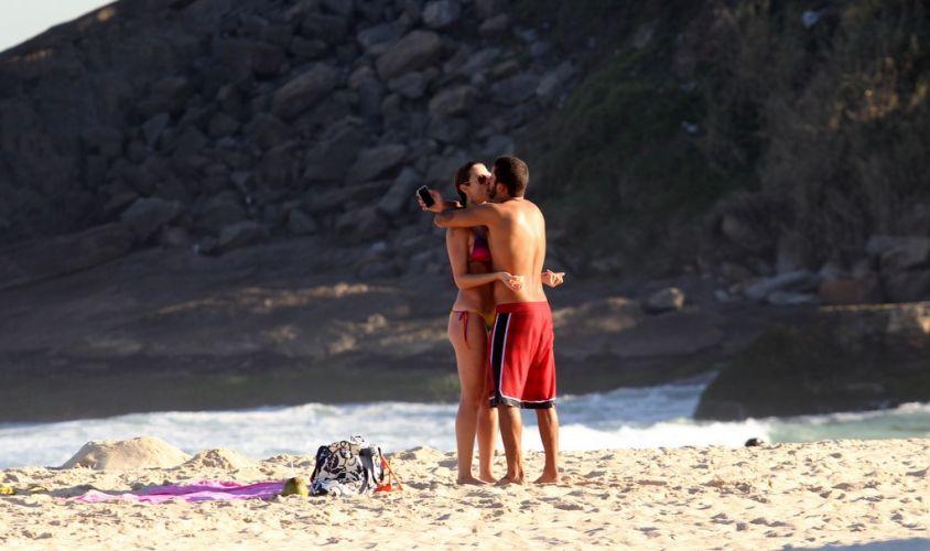 Luana Piovani e Pedro Viana aproveitam os momentos a dois no Leblon, Rio de Janeiro (23/5/11)