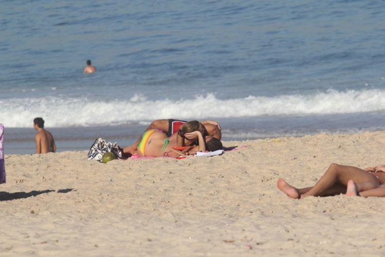 Luana Piovani e o namorado, Scobby, namoram no Leblon, Rio de Janeiro (23/5/11)