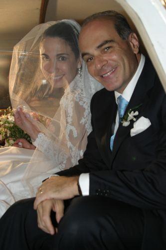 Luciana Gimenez se casa com o empresário Marcelo Carvalho em sítio em Ilhabela (19/8/2006)