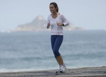 Adriana Esteves pode até se cansar, mas está magrinha e não desiste (19/8/07)