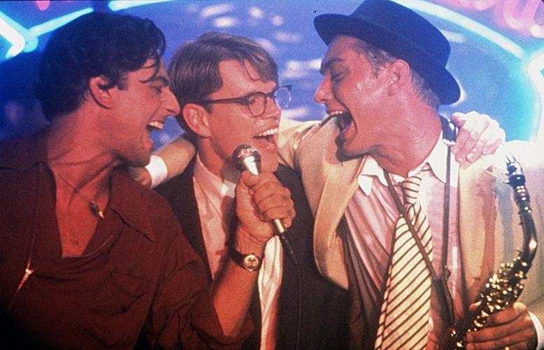 Da esquerda para direita, o cantor italiano Fiorello, Matt Damon e Jude Law em cena de
