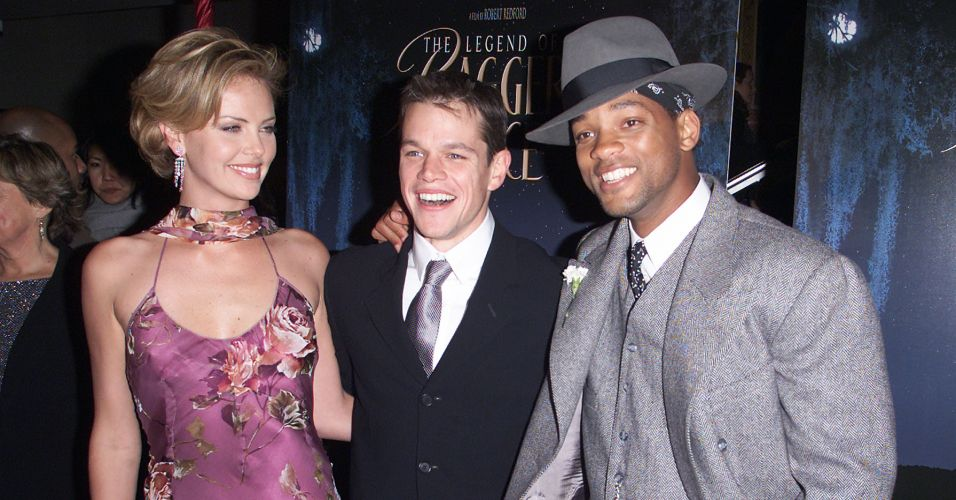 Matt Damon ao lado de Charlize Theron (esq.) e Will Smith (dir.) durante première do filme