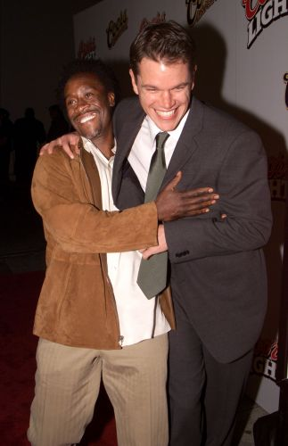 Matt Damon e o ator Don Cheadle na première do filme