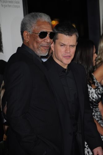 Matt Damon e Morgan Freeman na première do filme