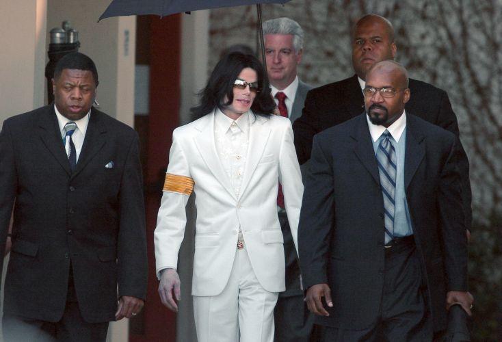 Michael Jackson chega ao tribunal de Santa Maria no primeiro dia do julgamento da acusação de abuso sexual (31/1/05)