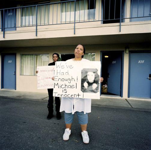 Em Santa Maria, fãs de Michael acreditam na inocência do cantor (10/6/05)