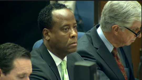 Ao centro, o Dr. Conrad Murray, mdico acusado da morte do cantor Michael Jackson em tribunal de Los Angeles (30/9/2011)