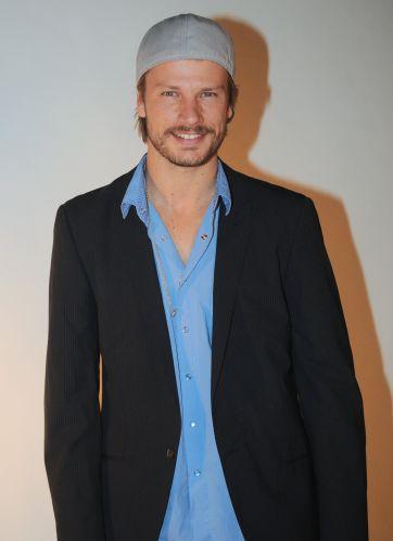 Rodrigo Hilbert posa para os fotógrafos durante a festa em comemoração ao lançamento da novela