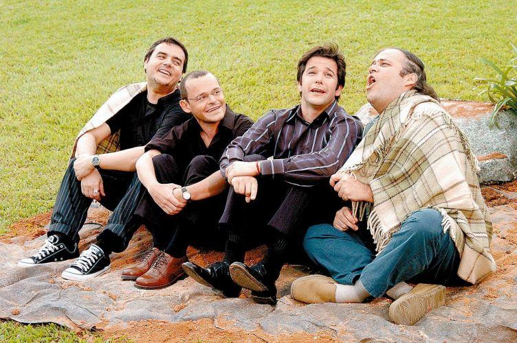 Da esquerda para a direita, Cássio Gabus Mendes, Matheus Nachtergaele, Murilo Benício e Otávio Müller durante gravação da série