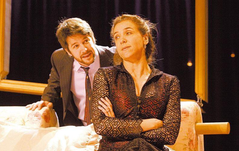 Murilo Benício e Marisa Orth em cena da peça
