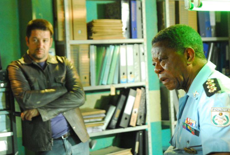 Murilo Benício e Milton Gonçalves, em cena da série