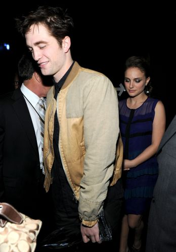Os atores Robert Pattinson e Natalie Portman nos bastidores do People's Choice Awards, em Los Angeles (5/1/2011)