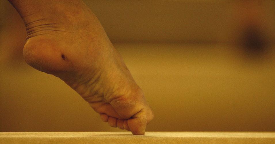 A ginasta Jade Barbosa pode fazer maravilhas com os pés, mas é inevitável machucá-los durante os treinos