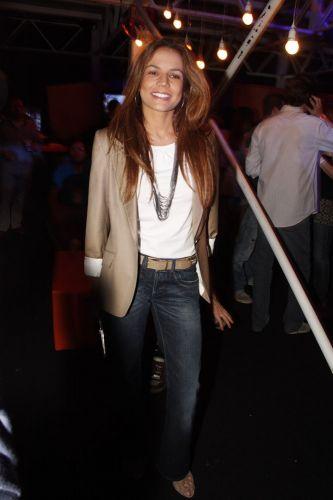 Nívea Stelmann sorri para foto no Planeta Terra 2011 (05/11/2011)