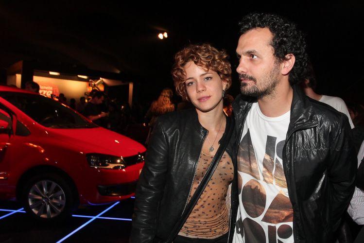 Leandra Leal vai ao Planeta Terra acompanhada do namorado Ale Yussef (05/11/2011)