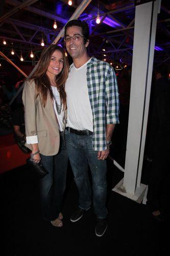 Nivea Stelmann posa ao lado do namorado Sanzio Gontijo Bernardes (05/11/2011)