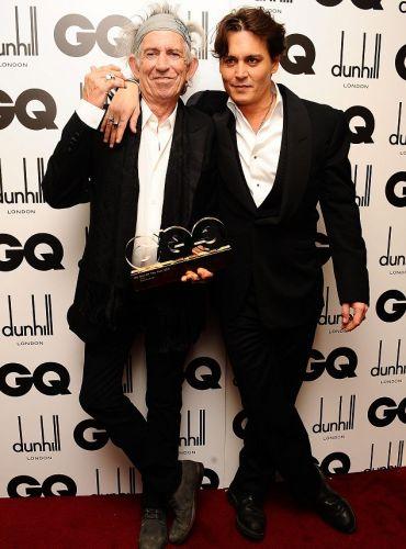 4a9ff4a178 Keith Richards recebeu das mãos do ator Johnny Depp o prêmio de escritor do  ano por sua autobiografia durante a cerimônia de entrega do prêmio Homens  do Ano ...