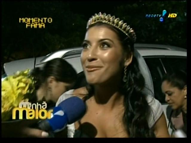 Priscila Pires fala com a imprensa antes de seu casamento com o empresário Bruno Andrade na igreja Santa Margarida Maria, no Rio de Janeiro (28/5/2011)