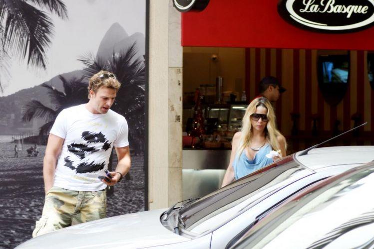 Danielle Winits anunciou o fim de seu casamento com o ator Cássio Reis, na tarde do dia 3 de março . Desde dezembro, Cassio lutava para manter o casamento em pé. No Carnaval, ele confidenciou a amigos que