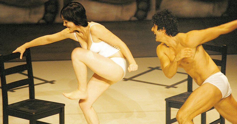 Reynaldo Gianecchini contracena com Simone Spoladore em trecho da peça