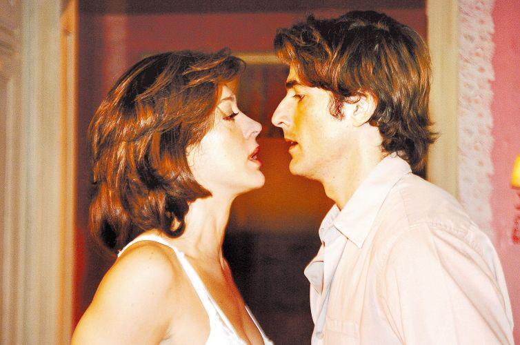 A atriz Cláudia Raia e o ator Reynaldo Gianecchini em cena da novela