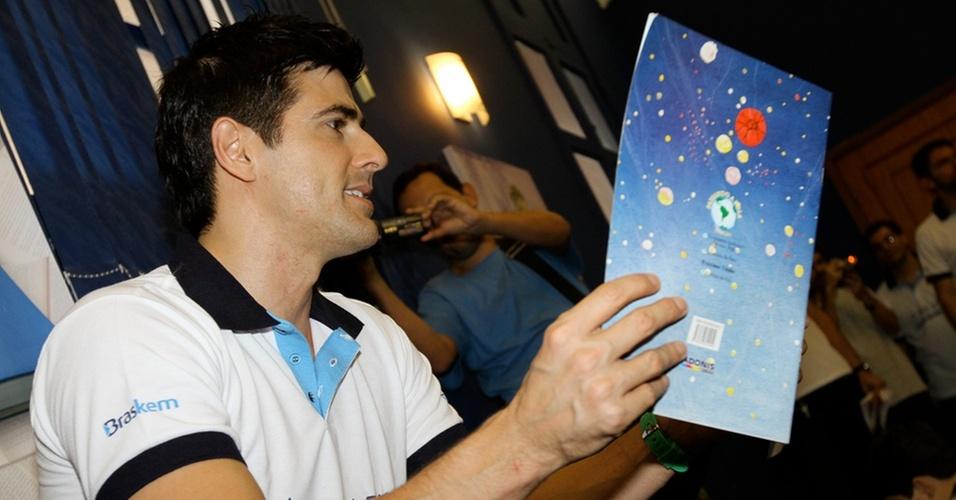 Reynaldo Gianecchini participa de projeto de leitura para crianças no Rio de Janeiro (30/10/2010)