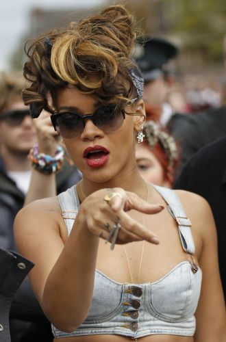 Rihanna com fotógrafo durante filmagens do clipe