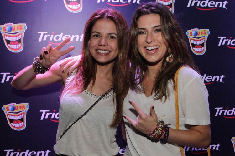 As atrizes Nívea Stelmann e Fernanda Paes Leme posam para fotos no camarote do Rock In Rio (30/9/11)