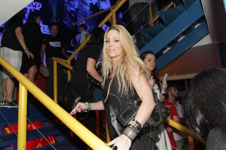 Danielle Winits circula pelo camarote do Rock in Rio (01/10/11)