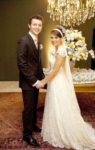 Sandy e Lucas Lima se casaram em Campinas, no interior de São Paulo, no dia 12 de setembro de 2008. Sandy usou um vestido assinado pela estilista Emannuelle Junqueira, e Lucas Lima um terno preto com riscas de giz do estilista Ricardo Almeida