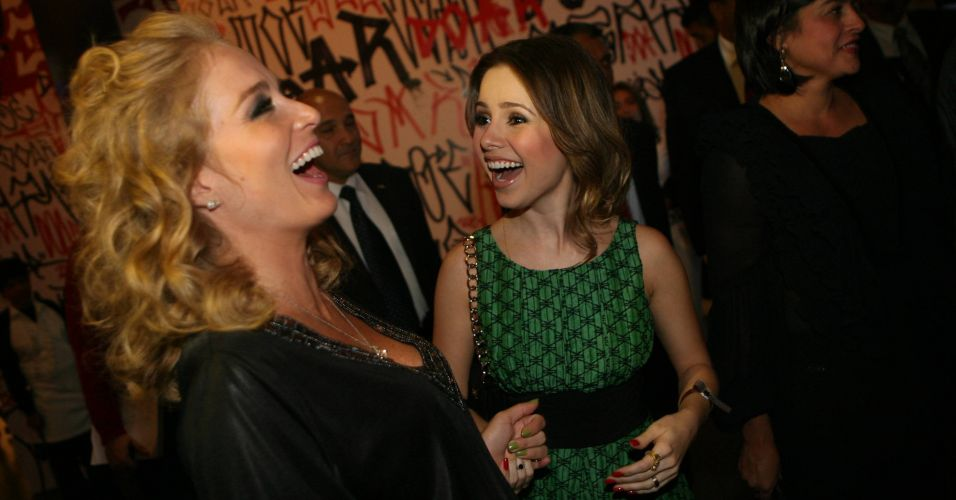 Angélica e Sandy se divertem no evento beneficente do Instituto Criar de Luciano Huck, que teve show de Seu Jorge cantando Michael Jackson, em São Paulo (8/12/2009)