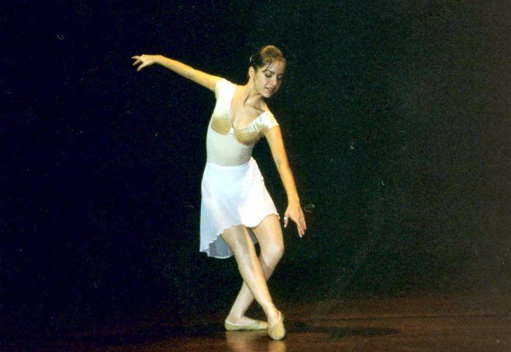 Sandy ensaia passos de balé (1999)