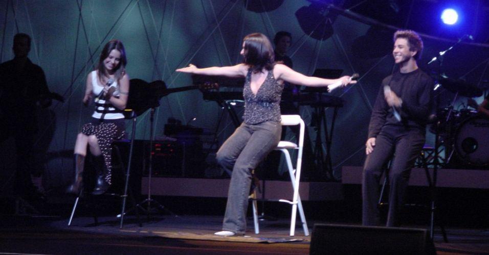 Sandy e Junior se apresentam com Laura Pausini (2001)