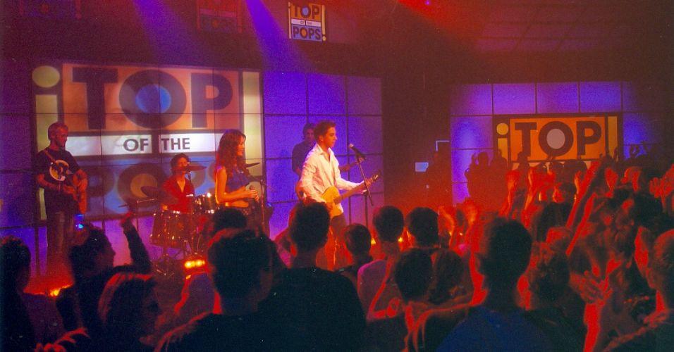 Sandy e Junior se apresentam no famoso programa britânico