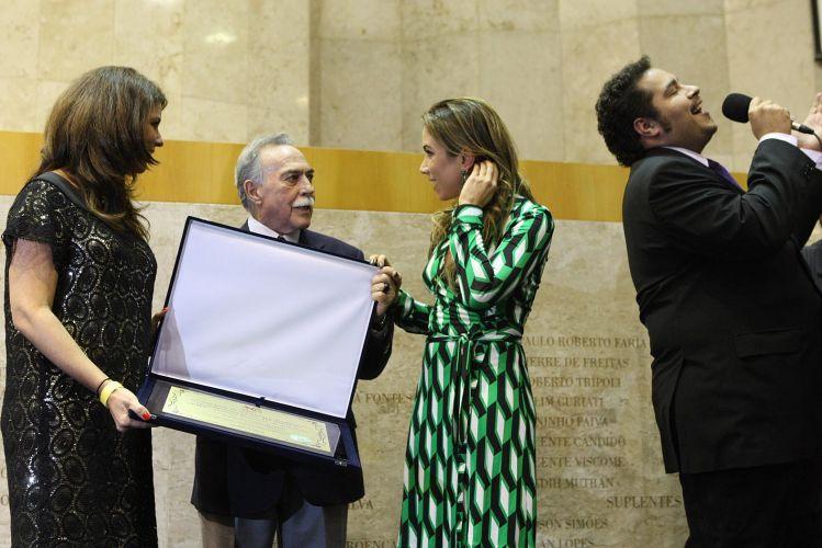 A apresentadora Patrícia Abravanel, filha de Sílvio Santos, e Thiago Abravanel, neto do empresário, em homenagem ao SBT na Câmara Municipal de São Paulo (26/09/2011)