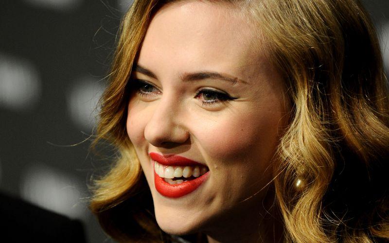 Scarlett Johansson recebe o prêmio Jean Claude Gahd Dam! no Guy's Choice Awards em Los Angeles (5/6/2010)