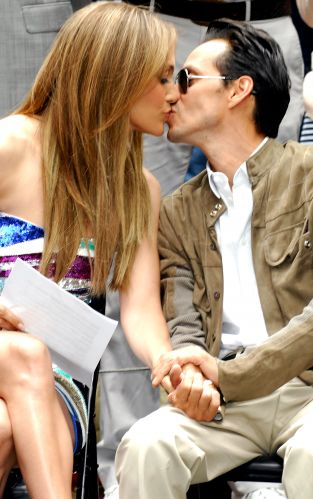 Jennifer Lopez e Marc Anthony se beijam durante evento em Nova York (10/6/2010)