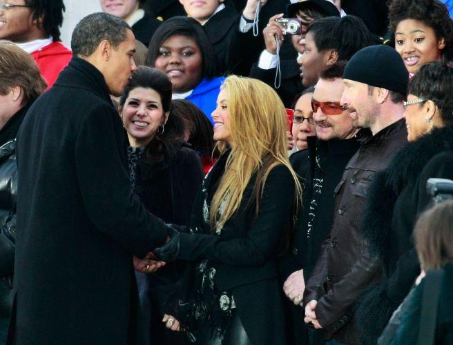 O presidente Barack Obama cumprimenta Shakira no