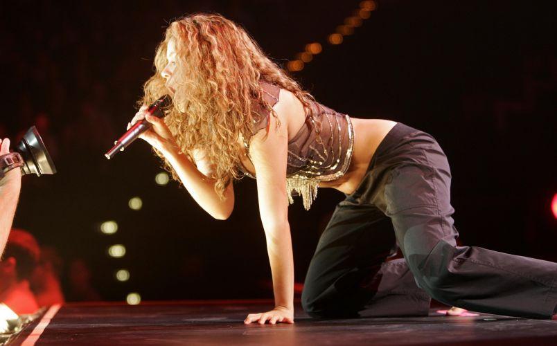 Shakira durante apresentação no Color Line Arena, em Hamburgo, na Alemanha (25/1/2007)