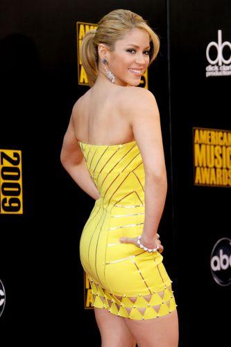Shakira faz pose no tapete vermelho do American Music Awards 2009, em Los Angeles (22/11/2009)