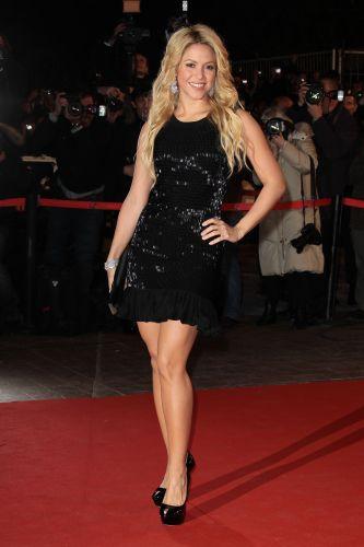 Shakira no tapete vermelho da 12ª edição do NRJ Music Awards, em Cannes, na França (22/1/2011)